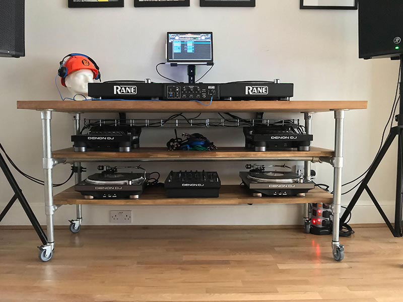 DJ table made of Kee Klamp