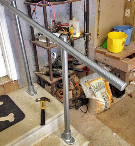 Indoor handrail for the garage entrance